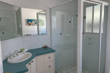 pFHHHouse-bathroom