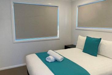 aRiverview-cabin-bedroom