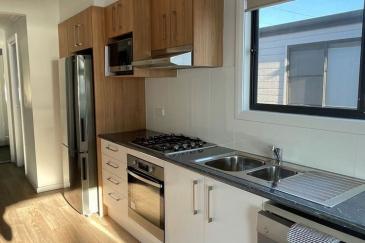aRiverview-cabin-kitchen